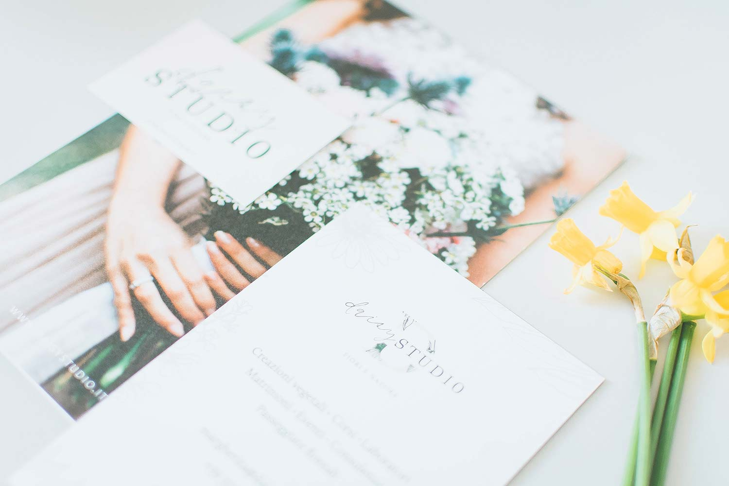A complete guide to marketing Materials: definition and how to use them for your small business brand. Branded stationery: floral wedding brochure, flyer and business card